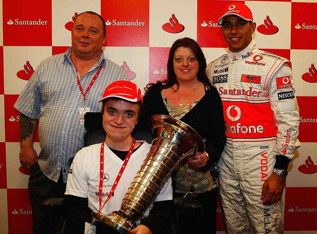 Lewis Hamilton foundation and charity works