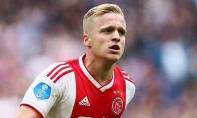 Donny Van De Beek signs for Manchester United
