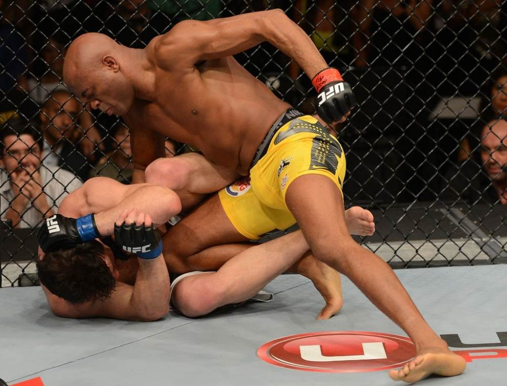 Anderson Silva beats Chael Sonnen