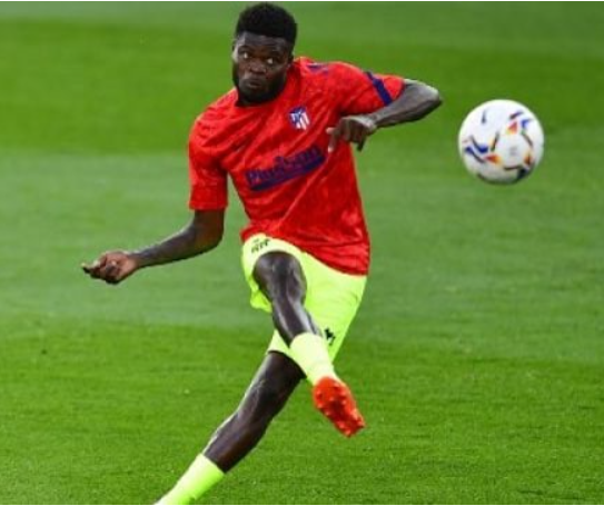 Partey warms up before a La Liga game