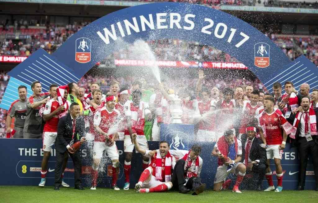 Top 10 unforgettable Arsenal wins: Arsenal players celebrate their victory against Chelsea FC in the FA Cup final at Wembley Stadium on May 27, 2017 in London, United Kingdom. (Photo by Isabel Infantes /Anadolu Agency/Getty Images)