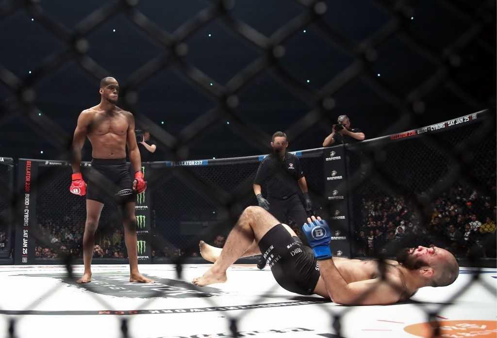 Michael Page knocks down Shinsho Anzai.